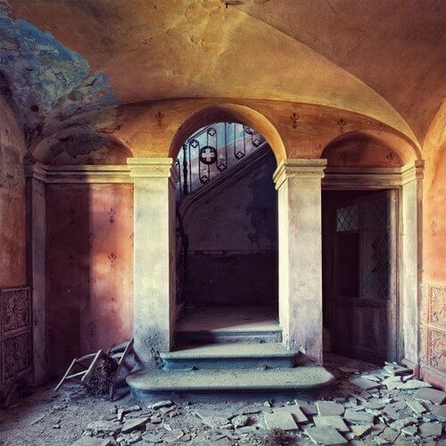 Gina Soden - Art in ruins